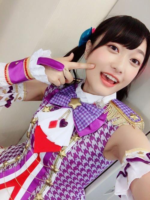 【画像】ほっぺたに手を持っていってる声優の久保田未夢ちゃん可愛いな