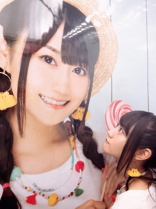 【画像】声優・小倉唯ちゃんが小倉唯ちゃんを見てる