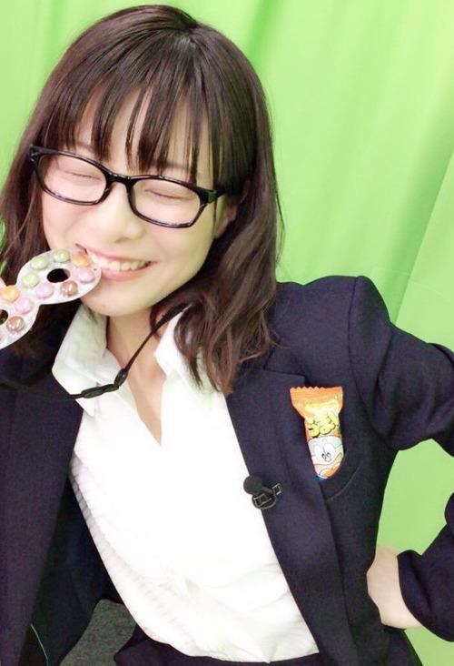 【画像】声優・赤崎千夏さんのスーツ姿がかなりセクシー