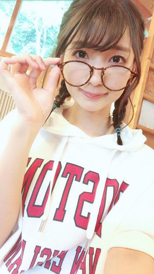 【画像】声優・高野麻里佳ちゃんはメガネも似合うな
