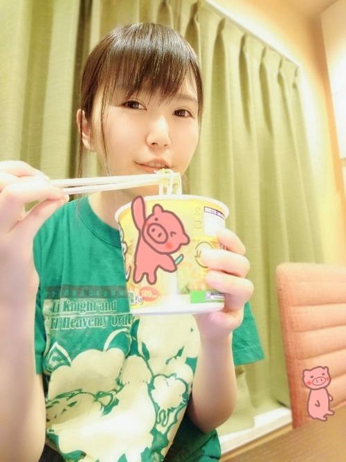 【画像】ラーメンを食べてる小岩井ことりちゃん凄くいいね