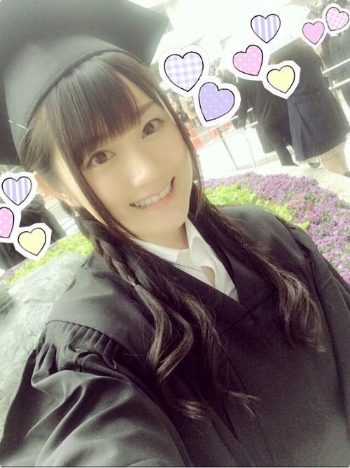 【画像】声優の小倉唯ちゃん大学卒業したんだ
