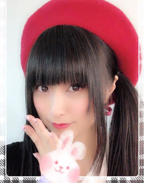 【画像】この帽子かぶってる村川梨衣ちゃん可愛いな