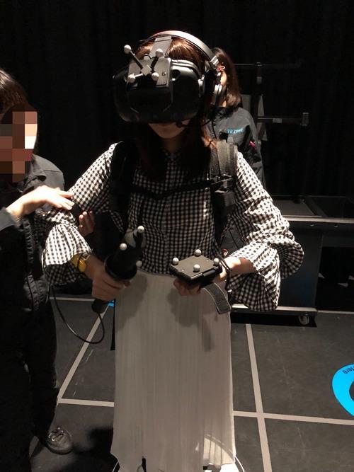 【画像】VRを装着した加藤英美里さんもかわいいな