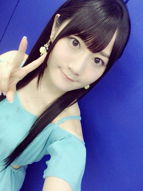 【画像】水色の服を着てる小倉唯ちゃんもかわいいな