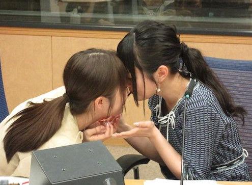 【画像】声優・小倉唯ちゃんと日高里菜ちゃんがキスだと・・・