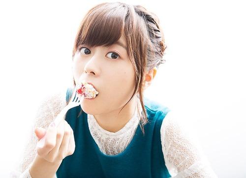 【画像】ケーキ食べてる水瀬いのりちゃん可愛すぎ!!!
