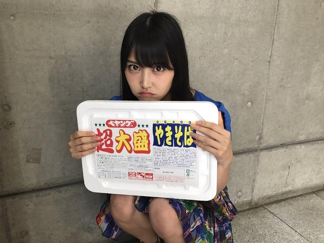 NMB48白間美瑠、超大盛りペヤングを食べる