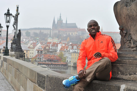 makau-on-charles-bridge_hi