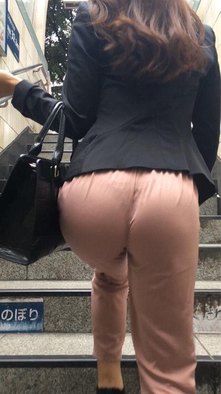 【画像】 電車から降りてきた女の子、パンツ丸見えだから撮ったったwwwwwww
