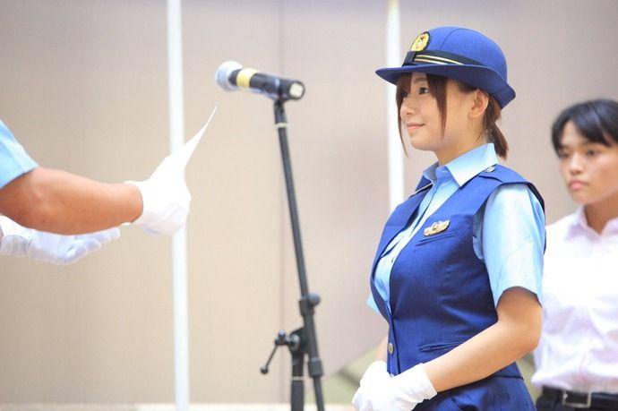 【画像】 この若い婦警、絶対署内でオナペットにされてるだろ・・・・・