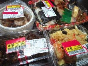 彼女が晩御飯用に買ってきた物が「半額の惣菜」ばかり、結婚は無理っぽいな。昨日半額になった惣菜を今日の飯にするのが嫌