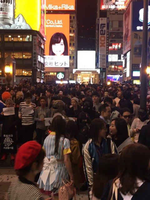【悲報】 ヤリマン女が集まる日本のハロウィン、その様子が激写される・・・・・(※画像あり)