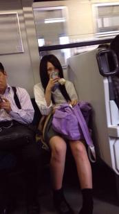 【画像】電車にエッチなJKいたから撮ったったwww(※画像あり)