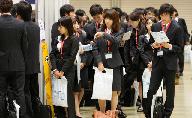 Job hunting in Japan Suit