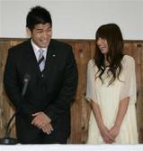 東原亜希、結婚発表ではお互いに笑顔だったが…