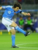 【日本・オマーン】後半4分、ゴールを決める中村俊輔