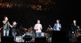 ライブのオープニングで共演した奥田民生、トータス松本、ゆず