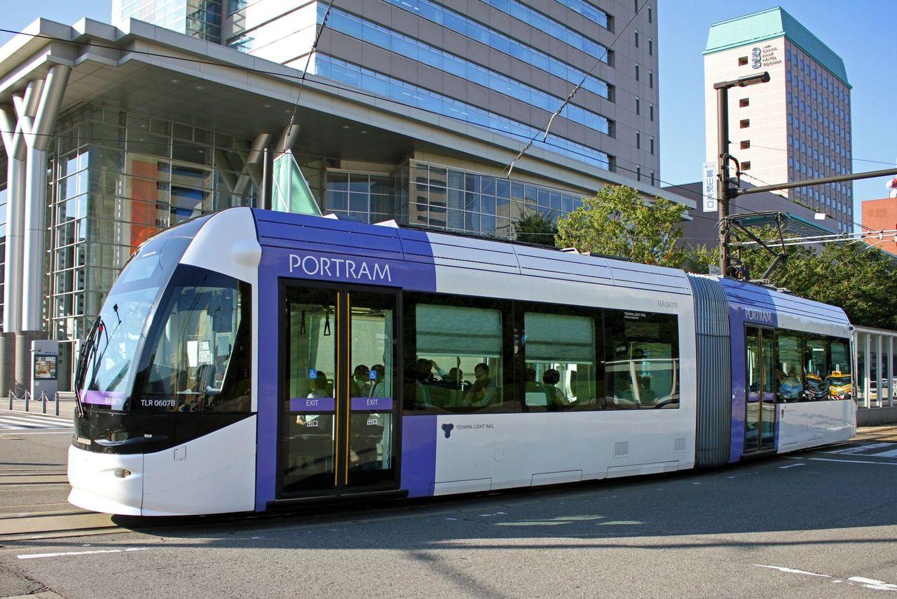 富山ライトレール TLR600形 TLR0607編成(紫)