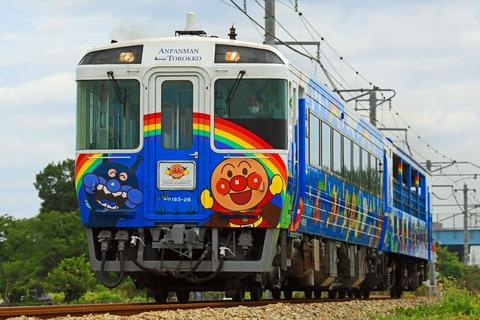 JR四国 キハ185系+キクハ32形 キロ185-26+キクハ32-502「瀬戸大橋アンパンマントロッコ号」