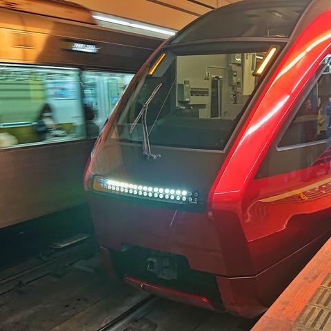 近畿日本鉄道 80000系「ひのとり」第2編成に乗っています。