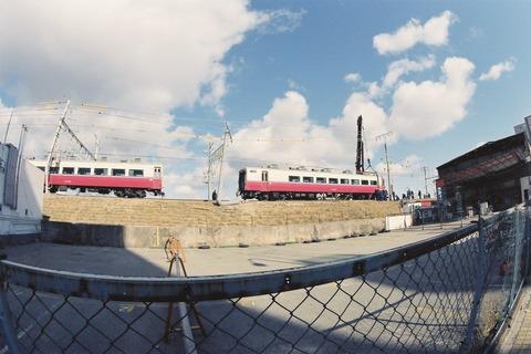 復旧作業中の「シュプール号」14系客車