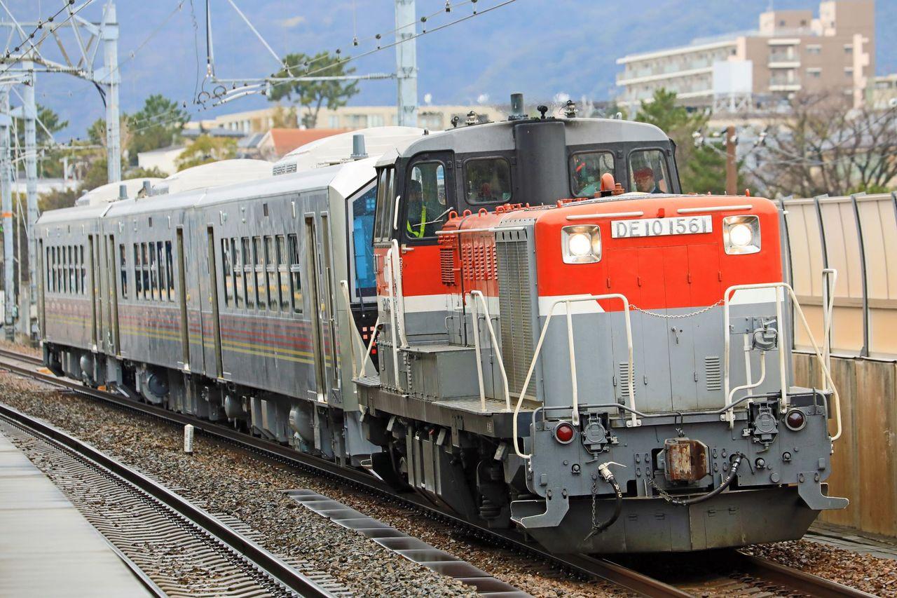 JR東日本 GV-E400系電気式気動車甲種輸送 JR貨物 DE10-1561号機牽引