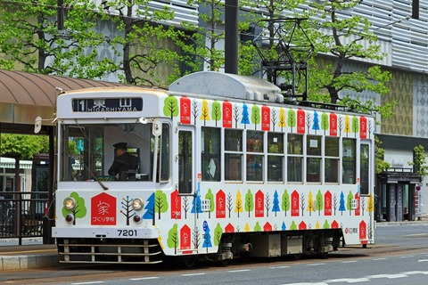 岡山電気軌道 7200形7201 「KG情報 家づくり学校」ラッピング車