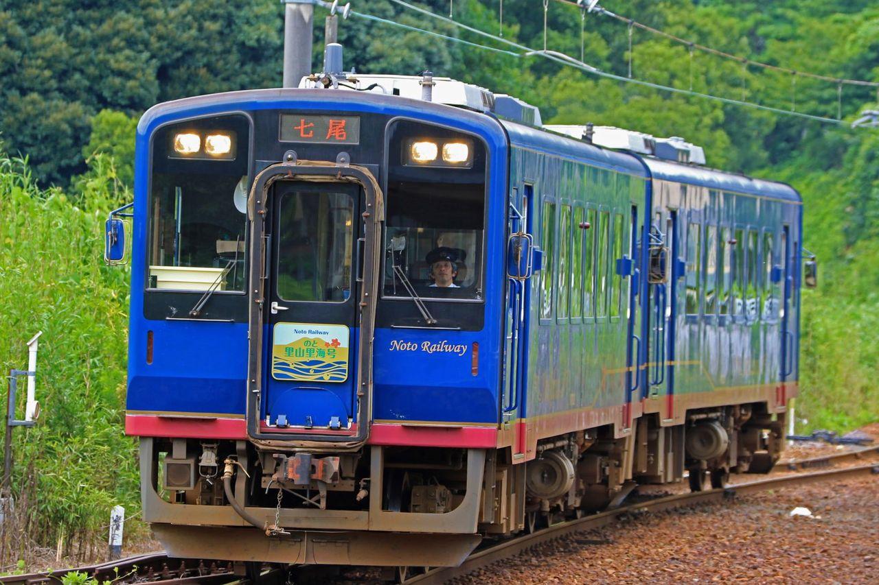 のと鉄道 NT300形気動車NT301+302号車「のと里山里海号」