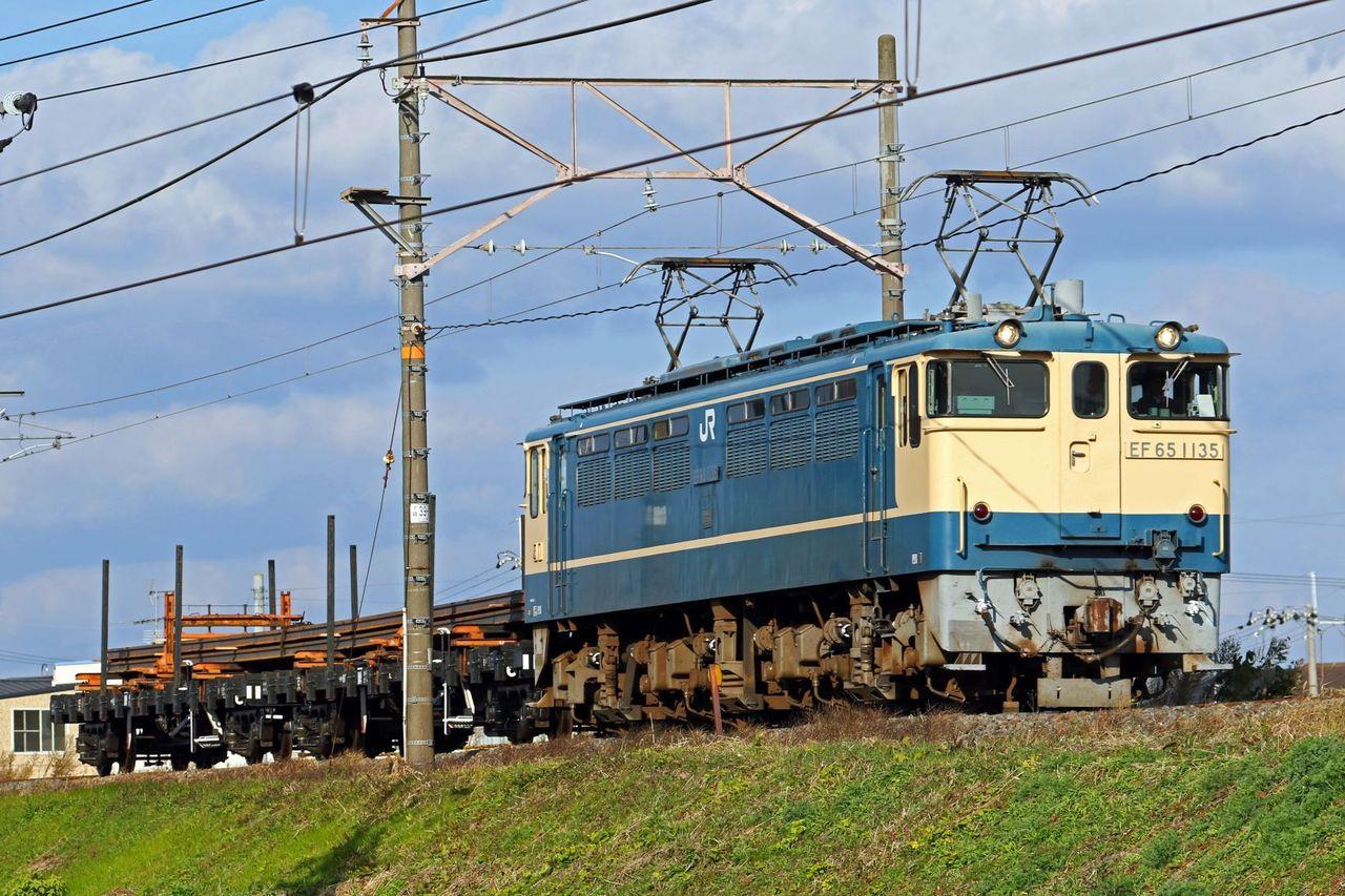 JR西日本 EF65-1135号機 国鉄色
