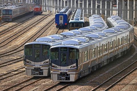 JR西日本 225系100番台I11編成 I14編成@宮原総合運転所