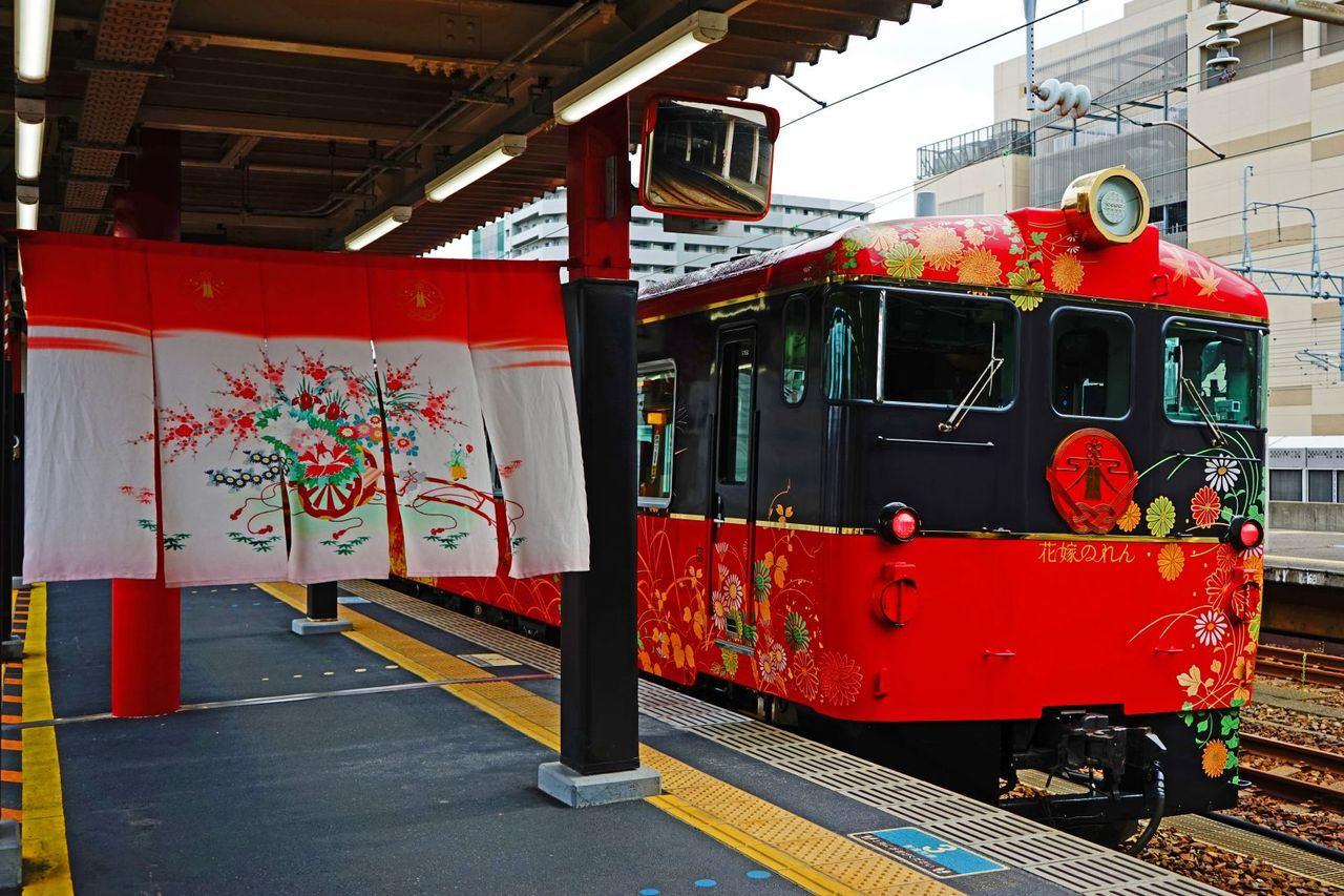 JR西日本 キハ40系48形 特急「花嫁のれん」その2