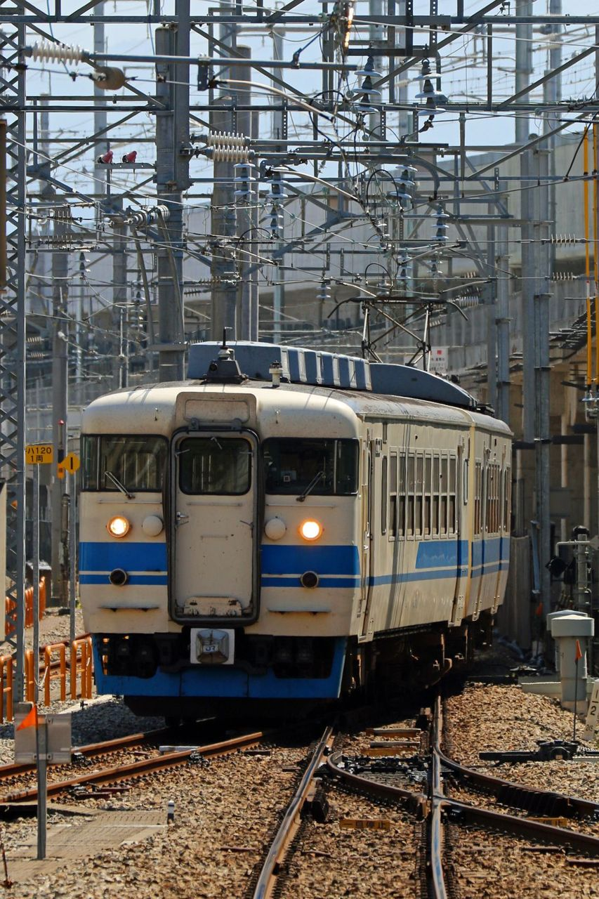 JR西日本 413系475系B11編成 新北陸色