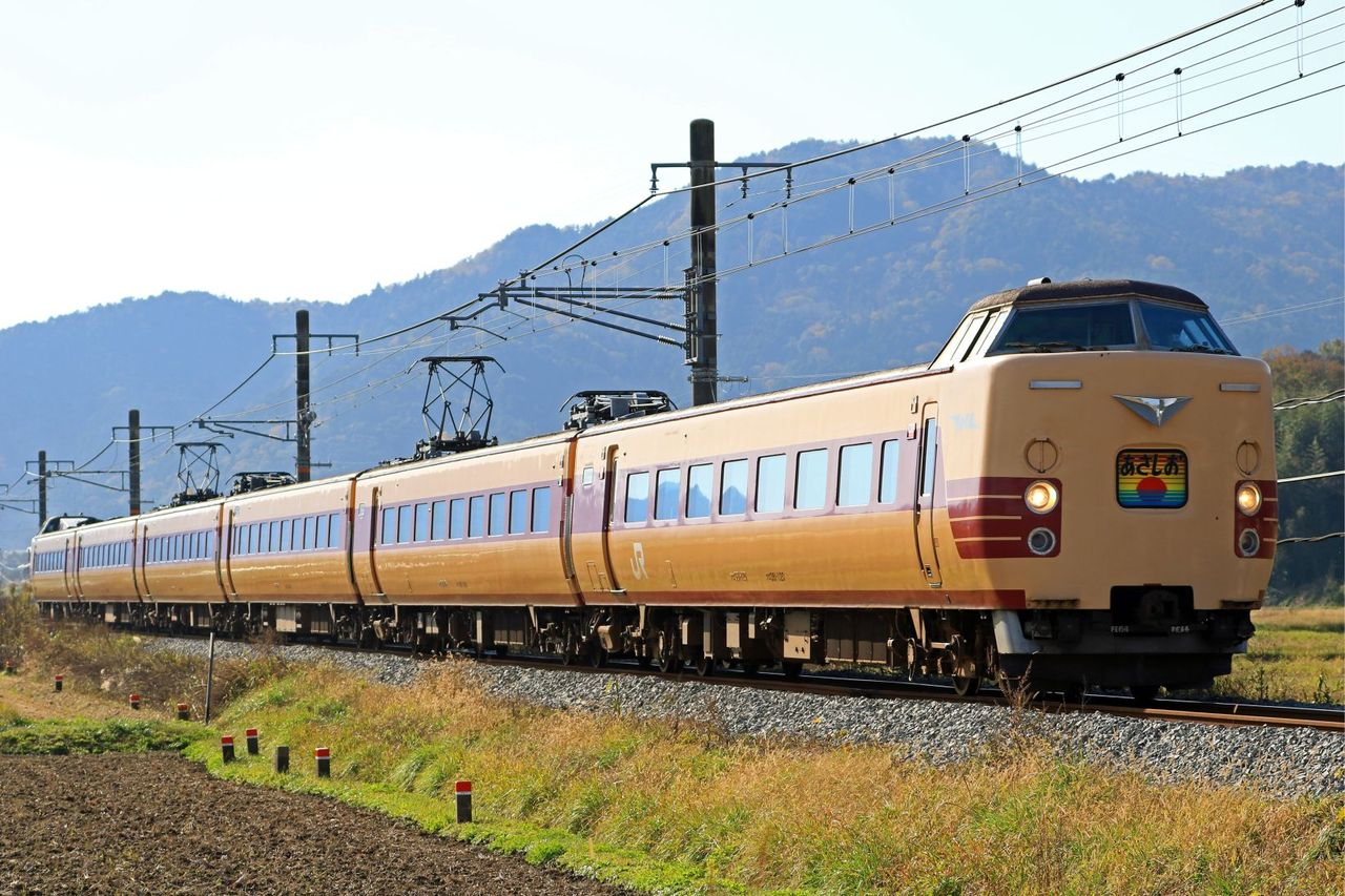 JR西日本 381系1000番台FE64+FE661編成 「ありがとう381系国鉄色 あさしお」