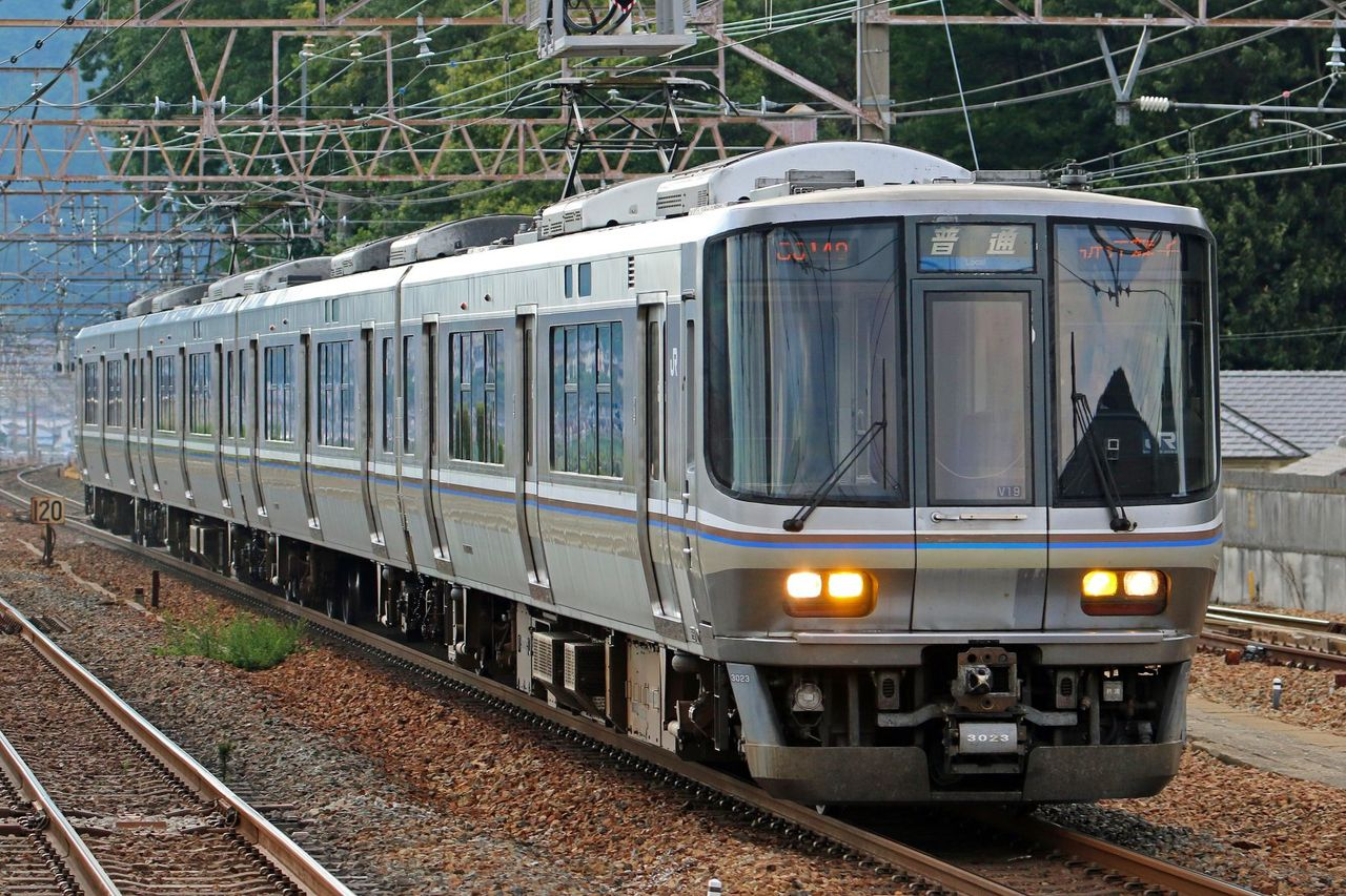 JR西日本 223系2000番台V19編成