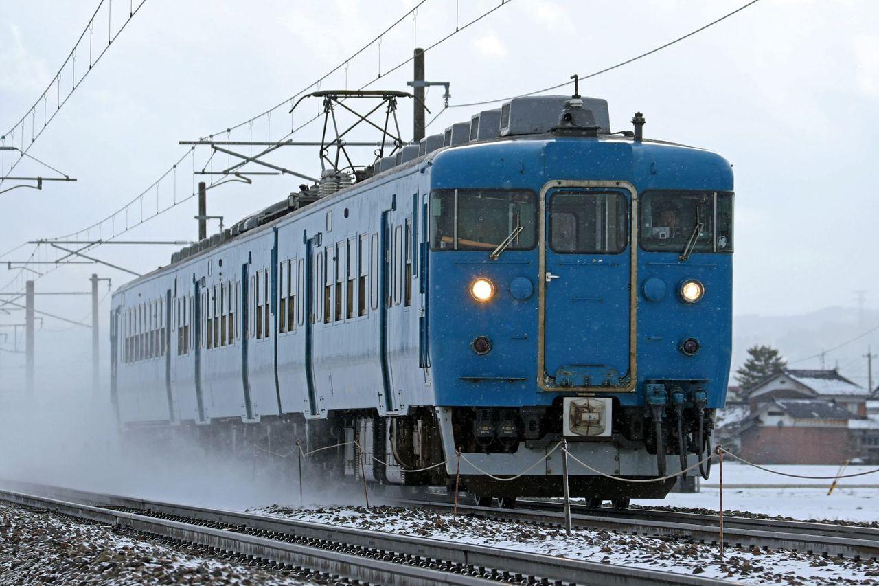 JR西日本 413系475系B04編成 北陸地域色