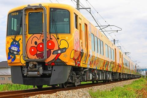 JR四国 2700系気動車 特急「うずしお」13号+「南風」7号「土讃線きいろいアンパンマン列車」