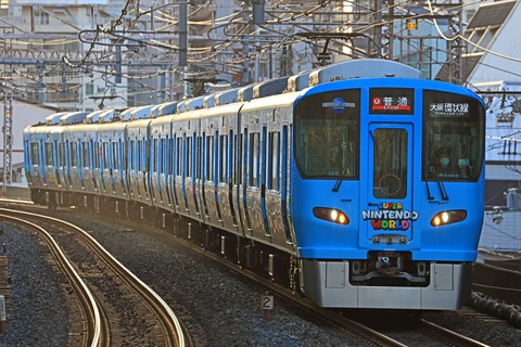 JR西日本 323系LS15編成「スーパー ニンテンドー ワールド」ラッピング