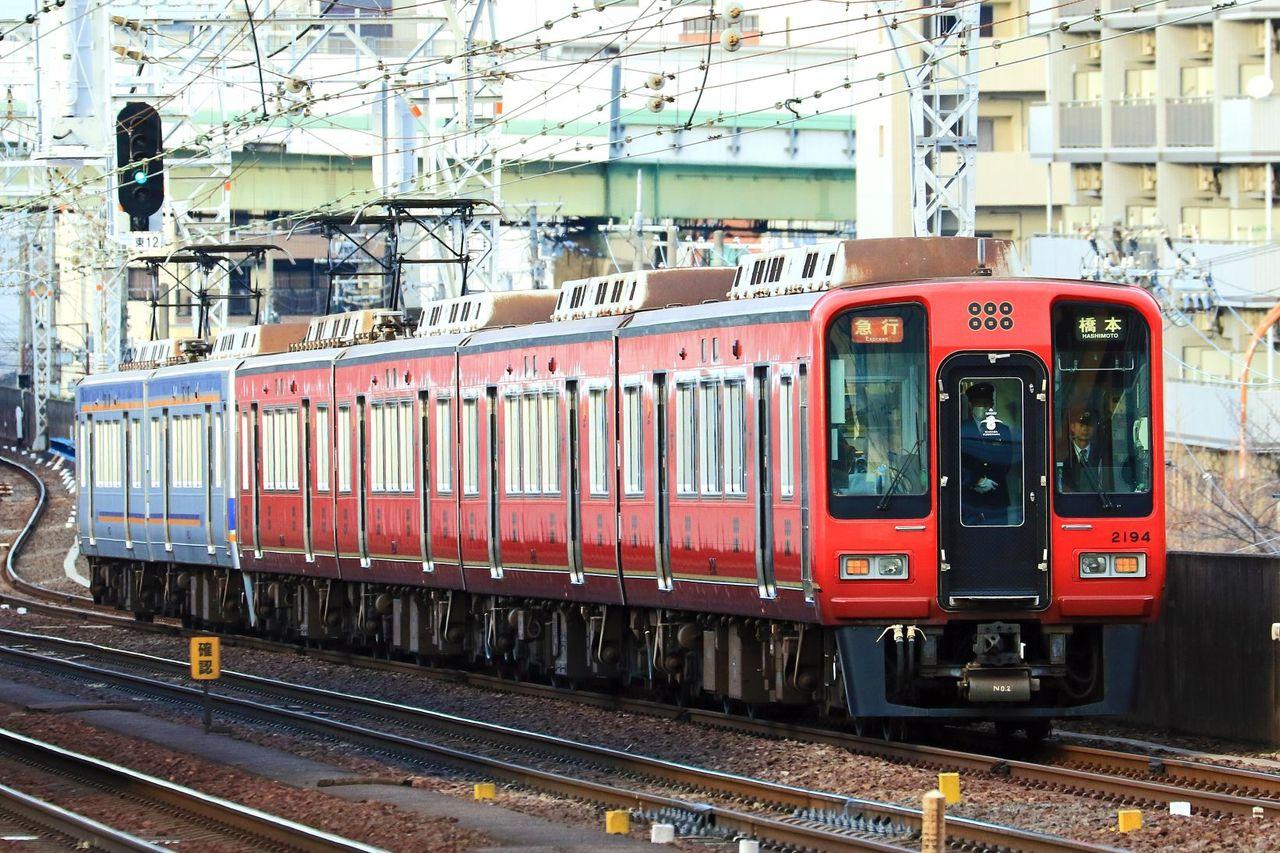 南海電気鉄道 2000系2044F「真田赤備え」ラッピング編成+2033F