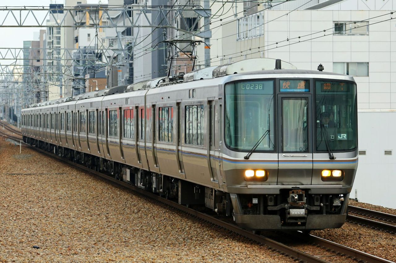 JR西日本 223系2000番台W32編成