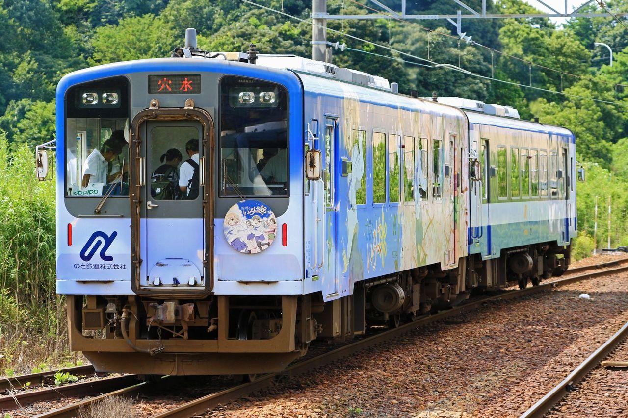 のと鉄道 NT200形気動車NT201+204(「花咲くいろは」ラッピング)号車