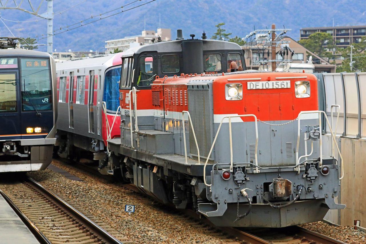 東京都交通局 12-600形第71編成甲種輸送 JR貨物 DE10-1561号機牽引