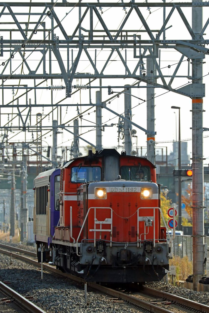 JR西日本 DD51-1192号機牽引 キハ120-303 配給輸送