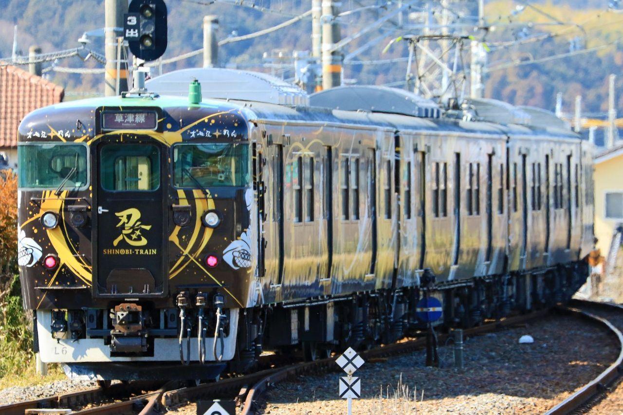 JR西日本 113系7700番台L06編成「SHINOBI-TRAIN」ラッピング編成