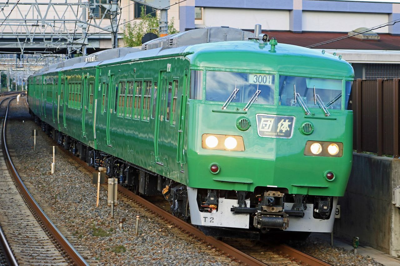 JR西日本 117系T2編成 地域統一色