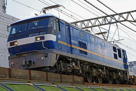 JR貨物 EF210-317号機 「桃太郎」キャラクターラッピング