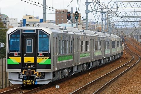 JR北海道 H100形電気式気動車「DECMO」甲種輸送 JR貨物 DE10-1743号機 JR貨物更新色 牽引