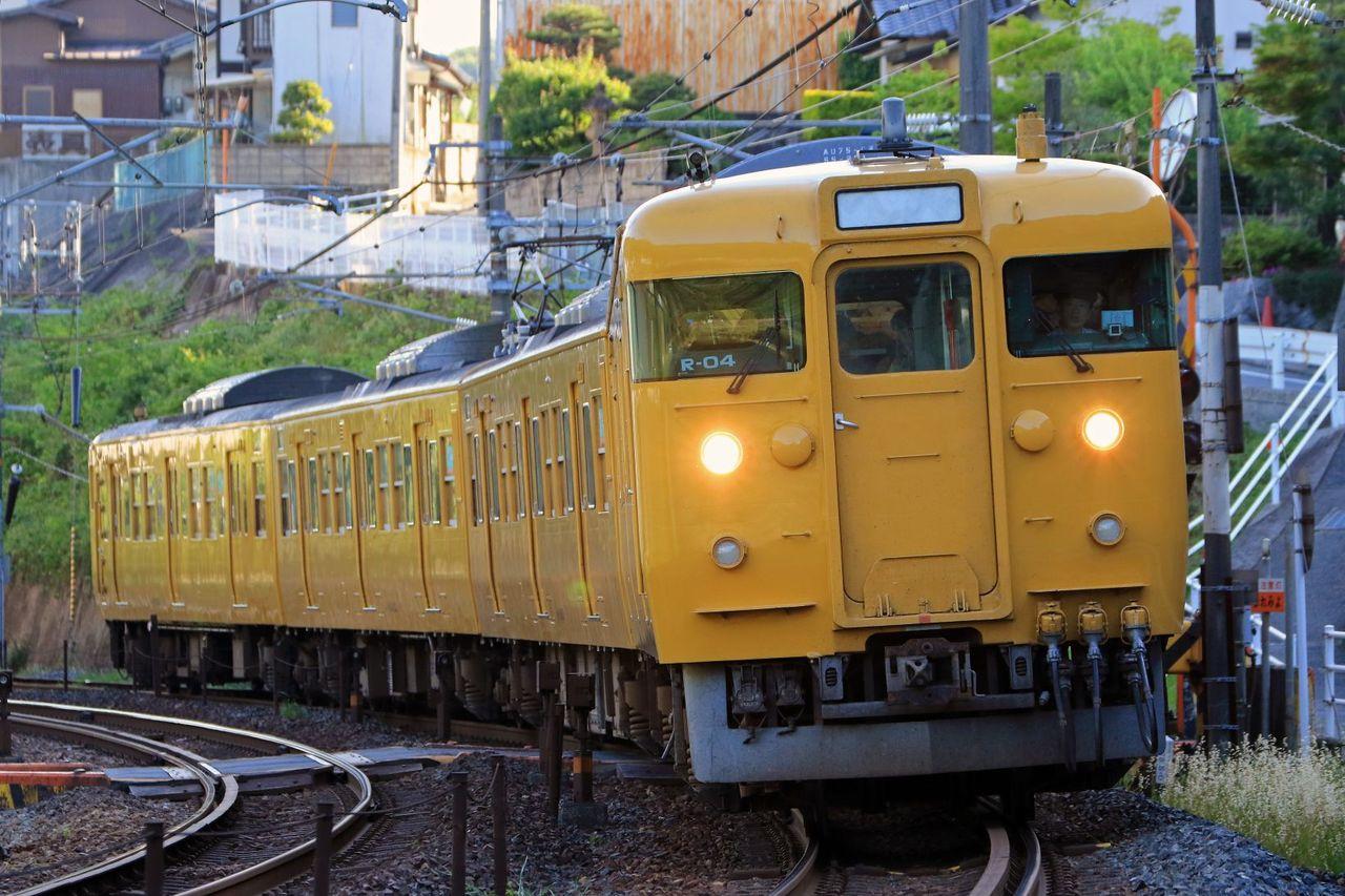 JR西日本 115系2600番台R04編成 地域色