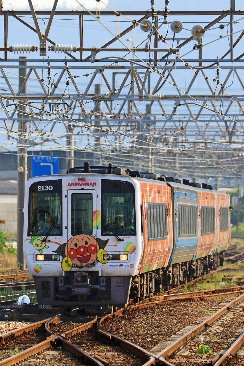 土佐くろしお鉄道 2000系「アンパンマン列車(オレンジ)」+JR四国 2000系2200形2202