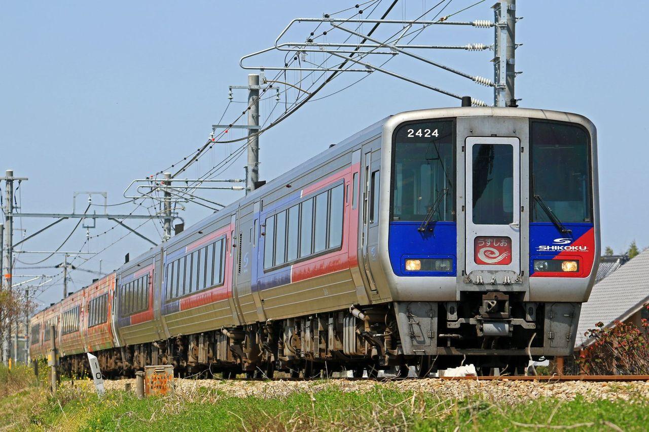 土佐くろしお鉄道 2000系「アンパンマン列車(オレンジ)」+JR四国N2000系 「うずしお」